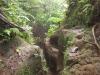 Steiler Aufstieg vom See an den Kraterrand