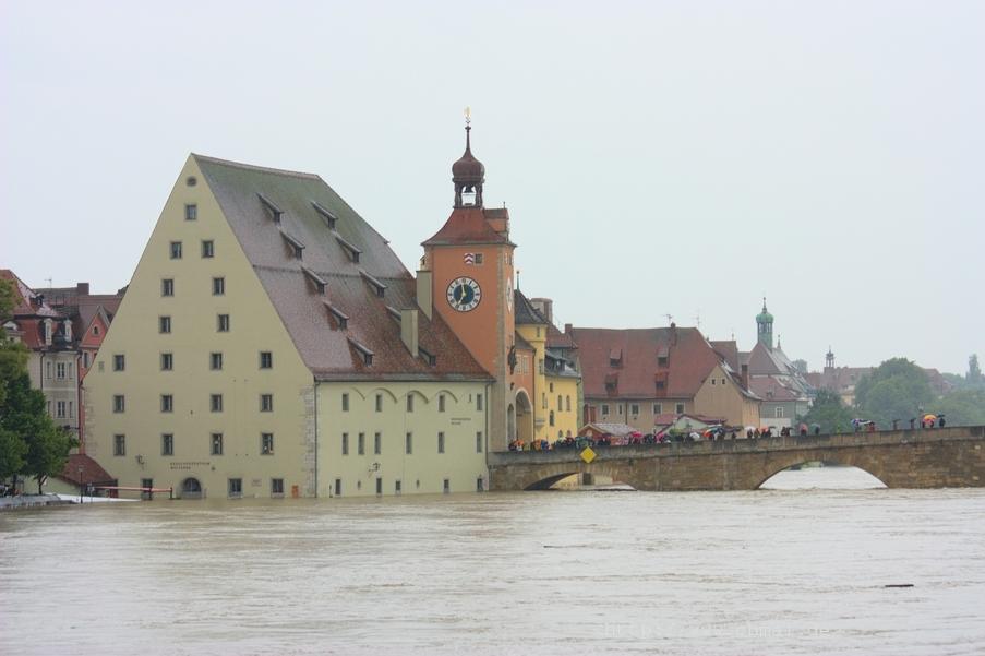 Blick von der Eisernen zur Steinernen Brücke