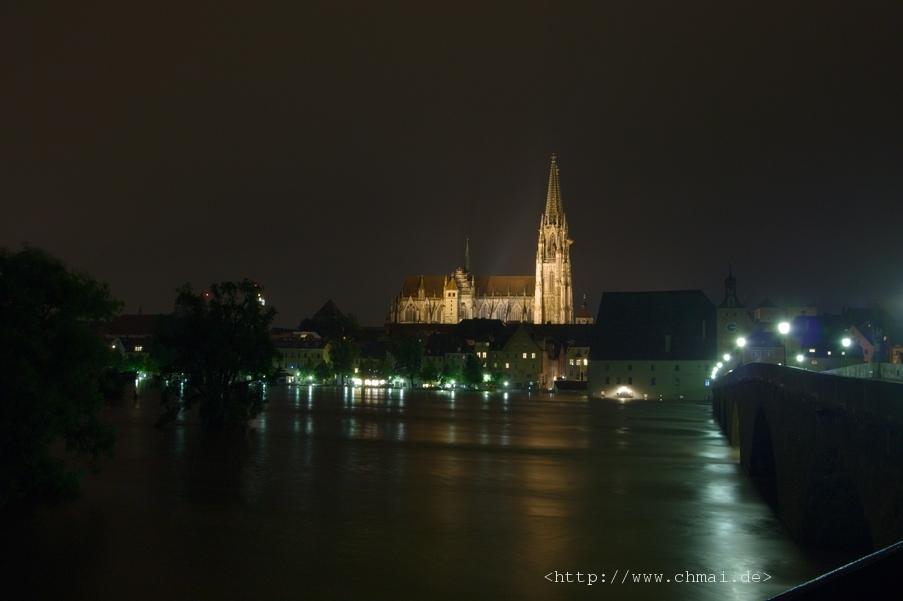 Blick von der Steinernen Brücke bei Nacht