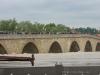 Steinerne Brücke hinten, vorne Hochwasserschutz