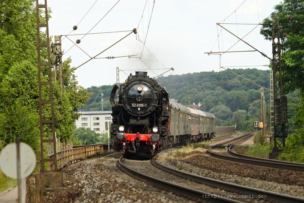 Dampflok 52 8195-1 auf der Eisenbahnbrücke bei Mariaort (Regensburg)