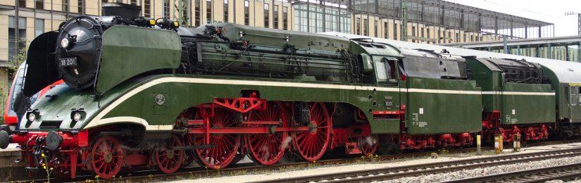 Schnellzugdampflok 18 201 in Regensburg