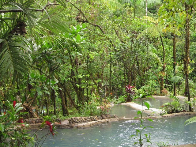 Pools der Cabinas Piuri, direkt am Rio Celeste